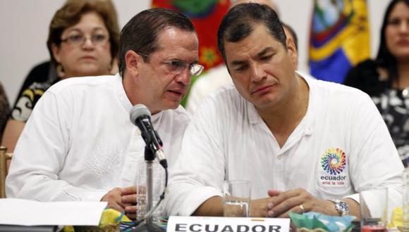 Canciller Ricardo Patiño estará en el Perú junto a Correa. (AP)