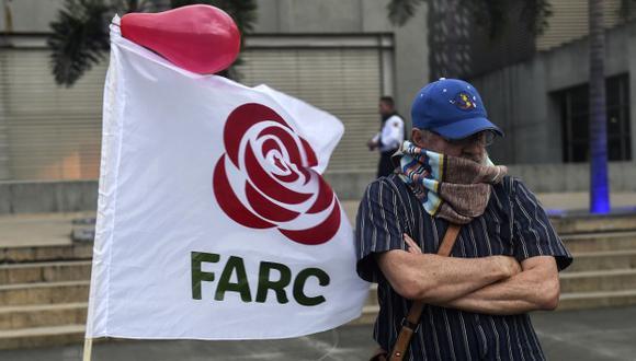 Un partidario de las FARC participa en una manifestación contra el arresto del ex negociador de paz de las FARC, Jesús Santrich. (Foto referencial: AFP)