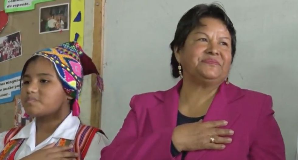 Conoce a la maestra que siembra el sentimiento patrio a través del quechua. (Captura)