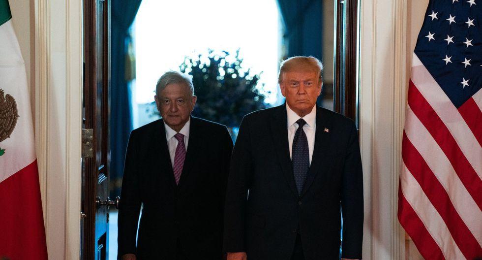 Los mandatarios Andrés Manuel López Obrador (AMLO) y Donald Trump llegan al Salón de la Cruz de la Casa Blanca en Washington. (EFE/EPA/Anna Moneymaker / POOL).