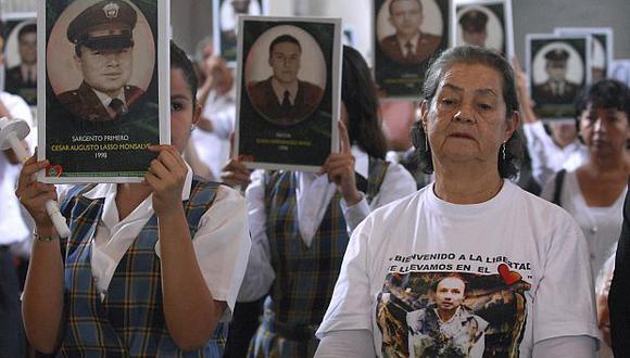 Los familiares de los rehenes reprochan tanto al Gobierno como a las guerrillas. (AP)