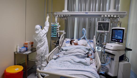 La pandemia del coronavirus  dejó al menos cuatro millones de muertos y las alarmas se encienden ante la virulencia de las nuevas variantes. (Foto:  Olga MALTSEVA / AFP)
