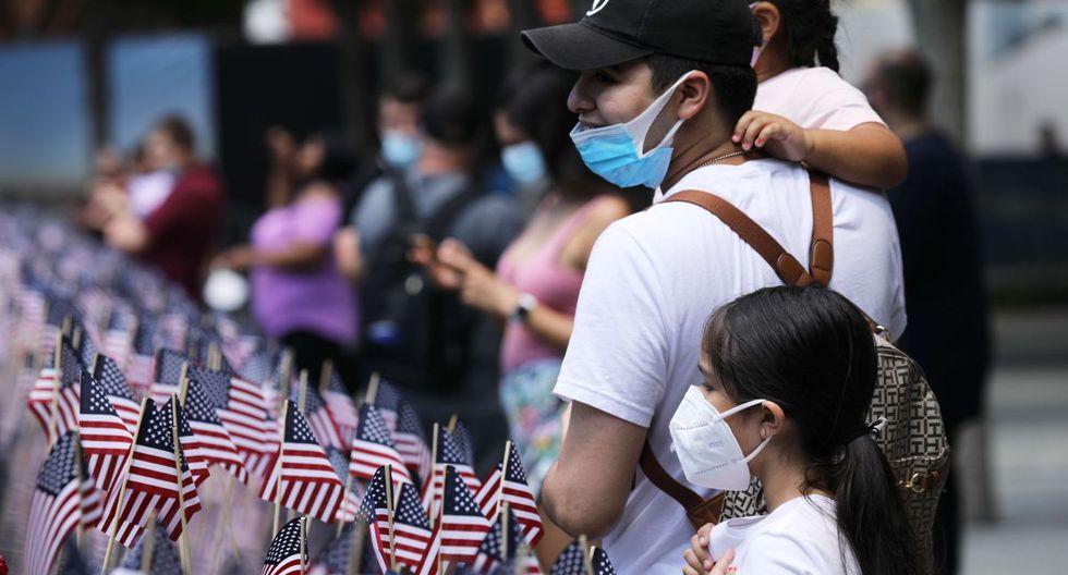 Los fallecidos en Nueva York por el coronavirus fueron recordados este sábado, en que se conmemora la independencia de EE.UU, durante el acto de reapertura del Memorial del 11S, que estuvo en pausa como el resto del estado por más de tres meses debido al azote del coronavirus. (AFP/Spencer Platt).