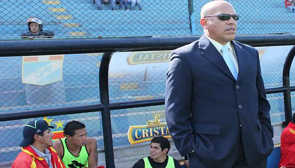 Roberto Mosquera sería presentado este martes como el nuevo DT rimense. (USI)