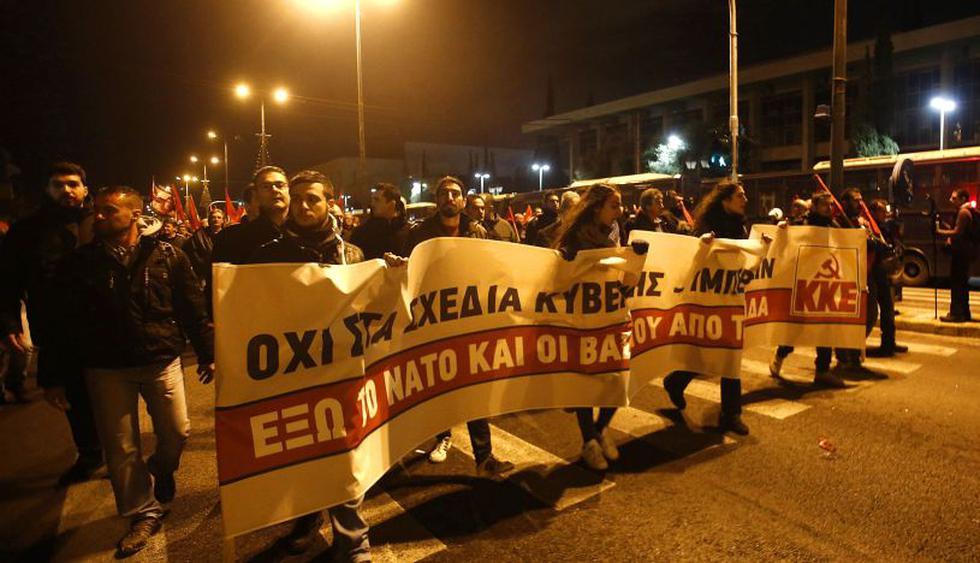 Miles se manifestaron en el centro de Atenas con motivo del 45º aniversario de la revuelta de la Universidad Politécnica en 1973, que supuso el principio del fin de la dictadura de los coroneles en Grecia. (Foto: EFE)