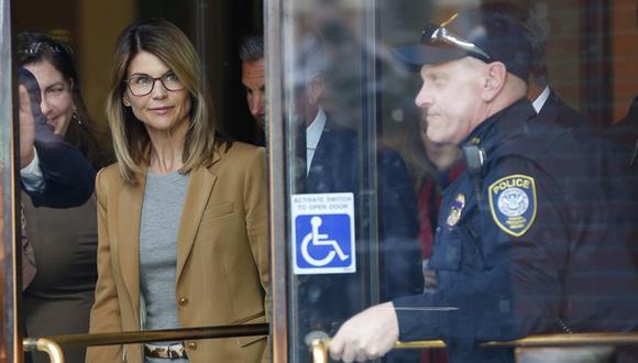 Lori Loughlin ingresó a prisión para cumplir su condena por el caso de sobornos universitarios. (Foto: EFE)