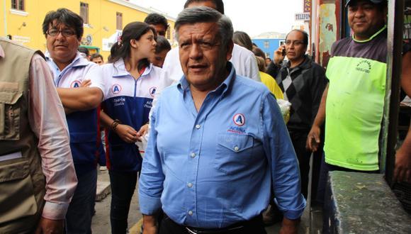 Carlos Calderón y Jorge Bernabé señalan a Acuña de presentar información falsa. (Alan Benites)