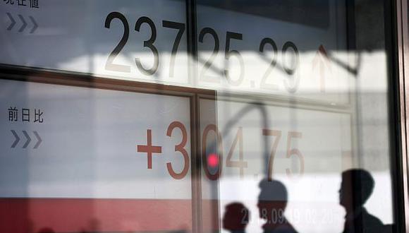 En la bolsa de Tokio, el índice Nikkei reportó hoy un descenso de 3.89%. (Foto: AFP)
