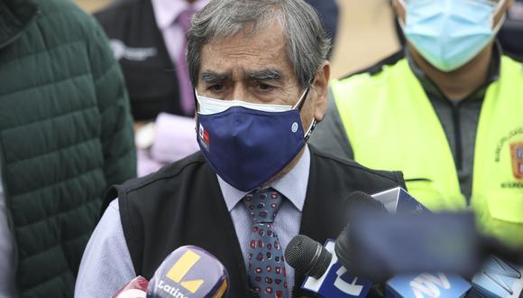 El titular de Salud, Óscar Ugarte, le respondió a Hernando Cevallos, quien cuestionó el cronograma de llegada de vacunas contra el COVID-19. (Foto: GEC)