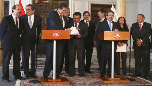 NO PIDE CARGOS. Alan García entregó sus propuestas y le dejó saludos al presidente Ollanta Humala. (Martín Pauca)