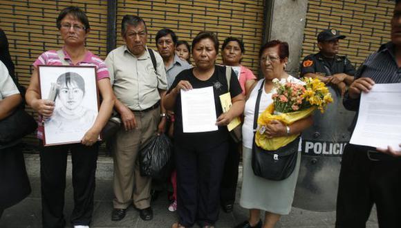 INDIFERENCIA. Familiares no fueron recibidos en Palacio. (Mario Zapata)