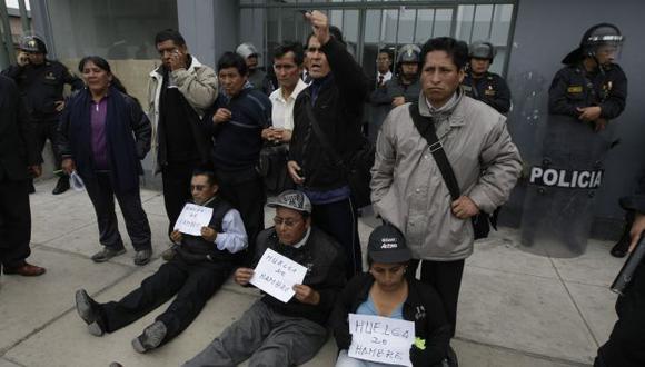 SE RADICALIZA. Denuncia a Condori (de pie a la derecha) prevé penas de entre 6 y 8 años de prisión. (Rafael Cornejo)