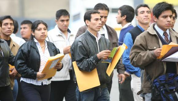 Cola. Jóvenes no encuentran trabajo y empresas buscan técnicos. (USI)