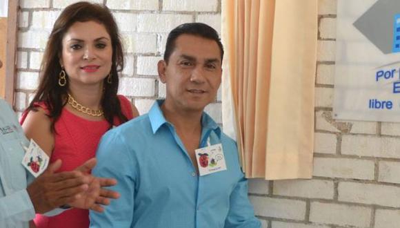 María de los Ángeles Pineda y su esposo, José Luis Abarca. (Facebook del Ayuntamiento de Iguala)