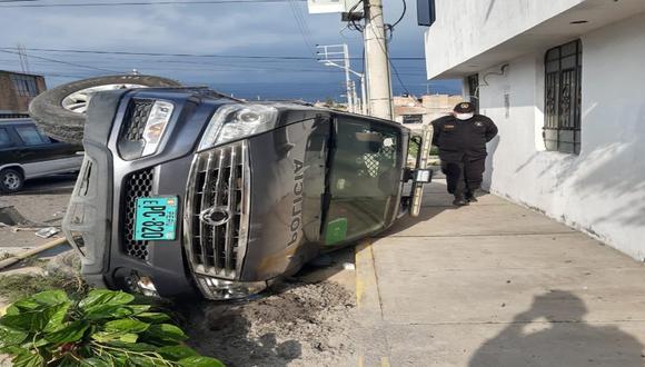 Arequipa: Patrullero se estrella con auto y deja dos heridos.