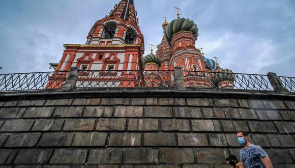 Según la Agencia de Defensa del Consumidor de Rusia, un total de 211.248 personas se encuentran actualmente bajo observación médica. (AFP/Yuri KADOBNOV).