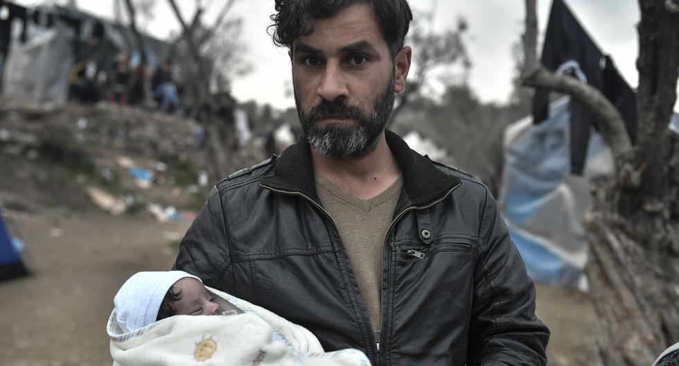 Preocupado por el hacinamiento en los campos donde viven 38.000 migrantes en un espacio para 6.200 personas, el gobierno impuso su confinamiento general cuatro días antes que a la población griega. (Foto: AFP)