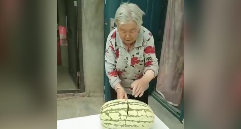 Anciana protagoniza jocoso momento que se volvió tendencia en redes sociales. (Foto: Shanghai Observed en Facebook)