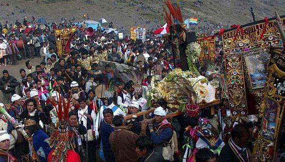Miles de personas recorren nueve kilómetros para llegar al santuario del Señor de Qoyllur Riti. (Luis Choy)