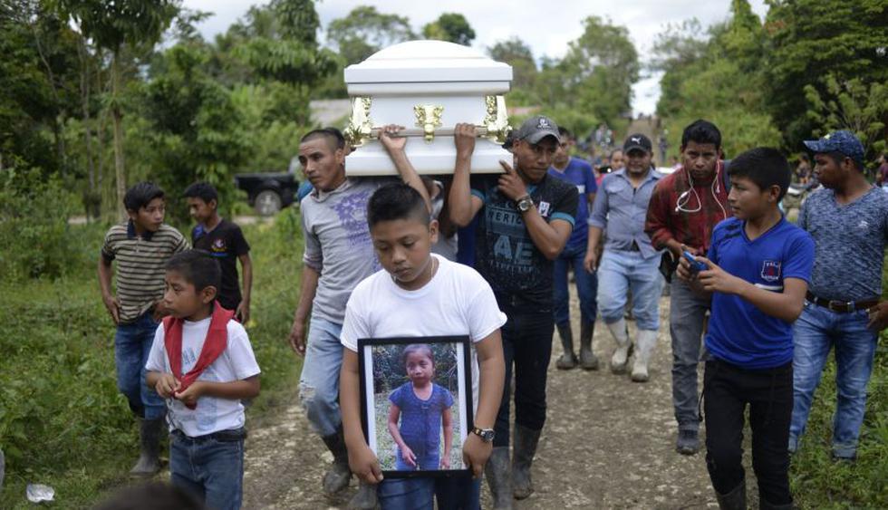 Entierran a la niña guatemalteca Jakelin Caal, fallecida en custodia de Estados Unidos.(Foto: AFP)