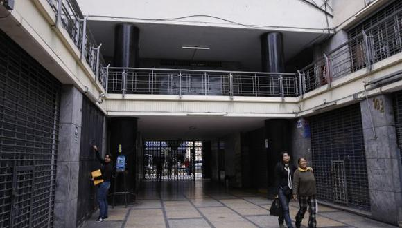 Escena del crimen. El cambista fue baleado en la galería Magallanes, frente a numerosos testigos. (David Vexelman)