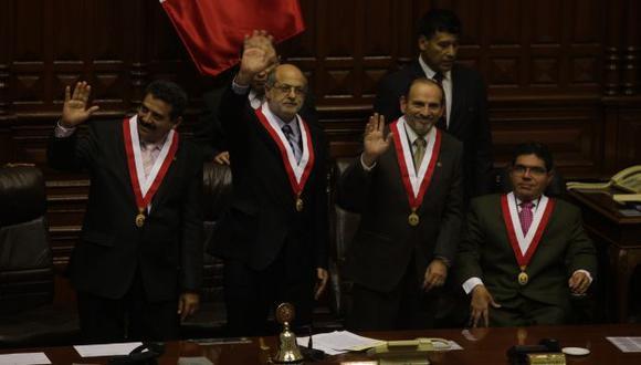 SE EXTENDIÓ EL PROBLEMA. Integrantes de mesa directiva 2011-2012 enfrentados por el escándalo Urtecho. (Perú21)