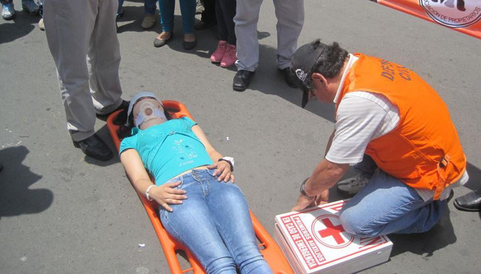 Simulacro en Mesa Redonda: Defensa Civil lideró la acción conjunta. (Foto: César Takeuchi)