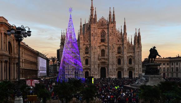 En la imagen se aprecia una foto de archivo de las fiestas del 2019 en la Piazza del Duomo, en Milán, Italia. (Miguel MEDINA / AFP).