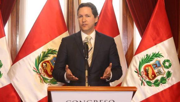 El presidente del Congreso, Daniel Salaverry, atendió a la prensa luego de reunirse con el defensor del Pueblo, Wálter Gutiérrez. (Foto: Difusión)