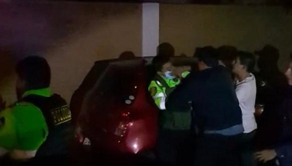 Arequipa: Hermanos golpearon a dos policías cuando intervinieron fiesta ilegal