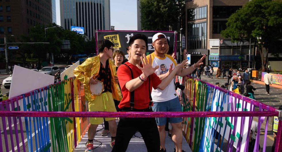 El desfile arrancó desde la plaza del ayuntamiento y recorrió los barrios de Euljiro y Jongno antes de desembocar en la avenida Sejong y la plaza de Gwangwhamun. (Foto: AFP)