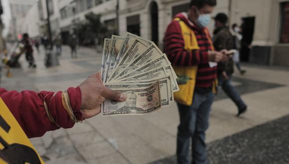 La moneda estadounidense anotó su cuarta caída en la semana. (Foto: Leandro Britto / GEC)