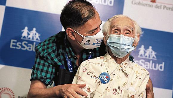La señora de más de 100 años de edad recibió la primera dosis a inicios de marzo (Foto: GEC)