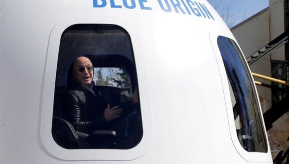 Bezos en una nave espacial construida por su compañía Blue Origin. (Getty Images).