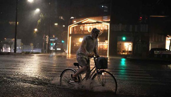 Aunque el tifón ya pasó por la bahía de Tokio, las autoridades pidieron que las personas eviten salir de sus casas mientras sigan las ráfagas de viento. (Foto: AFP)