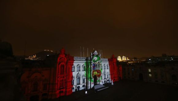 La bandera peruana es proyectada en Palacio de Gobierno. (Ejecutivo)