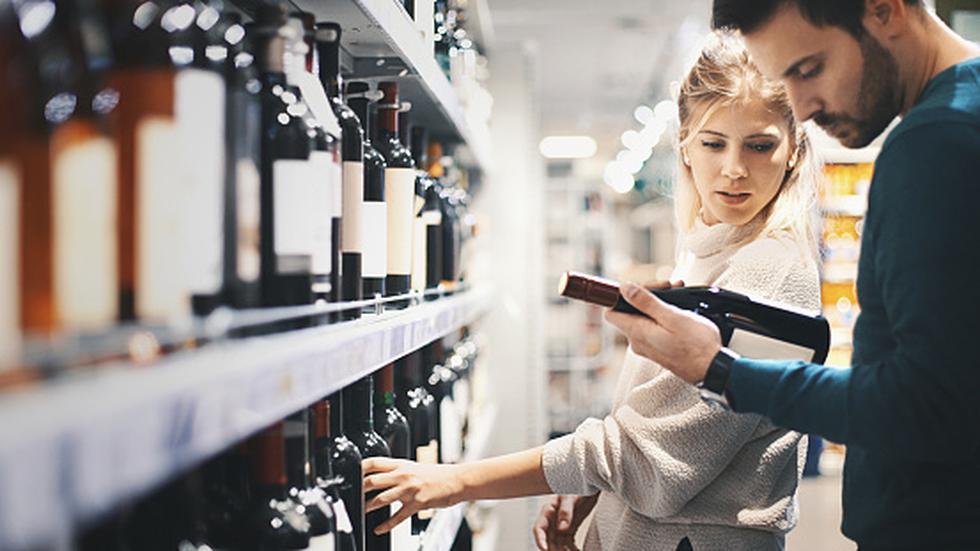 Borracheras causarían daños diferenciados en los cerebros de hombres y mujeres. (Getty)