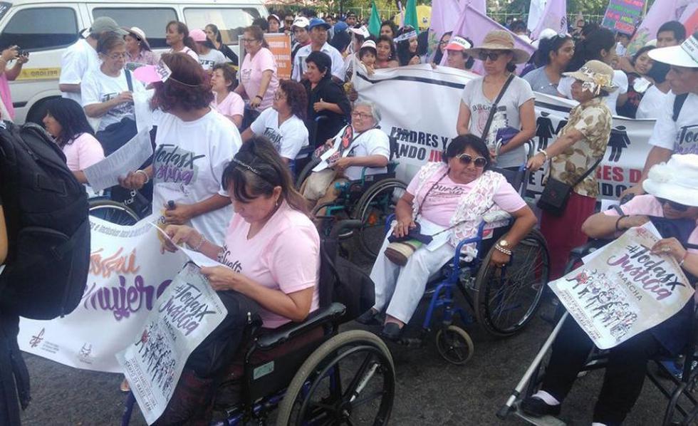 Desde las 4 p.m., cientos de mujeres marchan para protestar por la igualdad de sus derechos en el Día Internacional de la Mujer.(Foto: Álvaro Treneman)