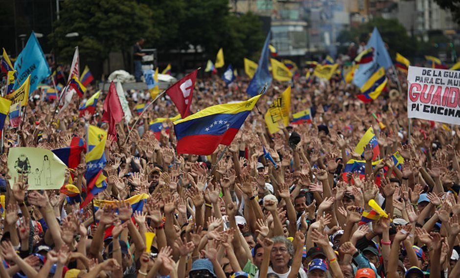 Líder opositor Juan Guaidó se declaró presidente de Venezuela en un desafío abierto al mandatario Nicolás Maduro. (Getty)