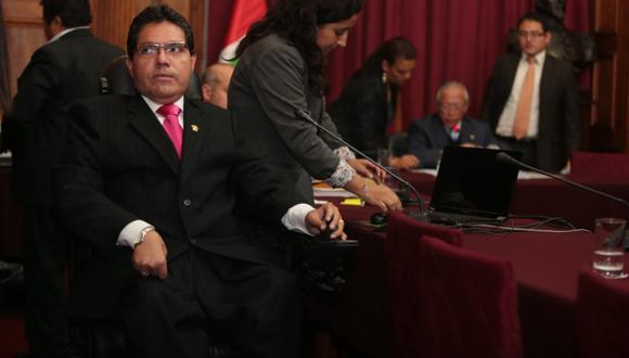 Complicada situación. Todas las puertas se le han cerrado al suspendido parlamentario. (Martín Pauca)