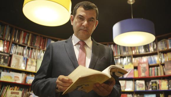 Carlos Enrique Freyre ya alista su próxima novela. (Fotos: Marco Ramón)