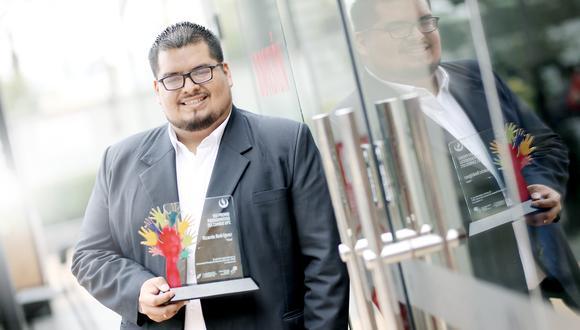 Ricardo Rodríguez de Pixed entregó, en 2020, la primera prótesis biónica hecha 100% en Perú.