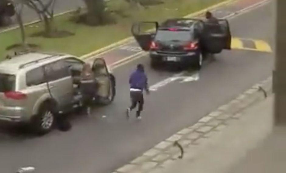 TIERRA DE NADIE. Delincuentes sembraron el terror, a plena luz del día, en la avenida Las Nazarenas (captura de vídeo).
