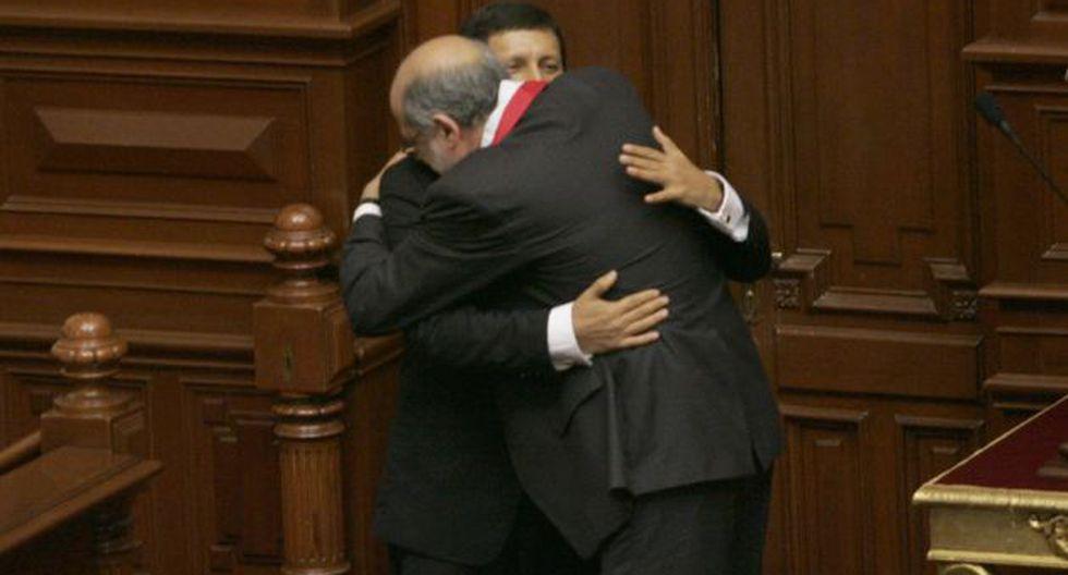 JALADOS. La dupla Abugattás-Isla convirtió al Congreso en una institución a la medida de sus afanes políticos. (Rochi León)
