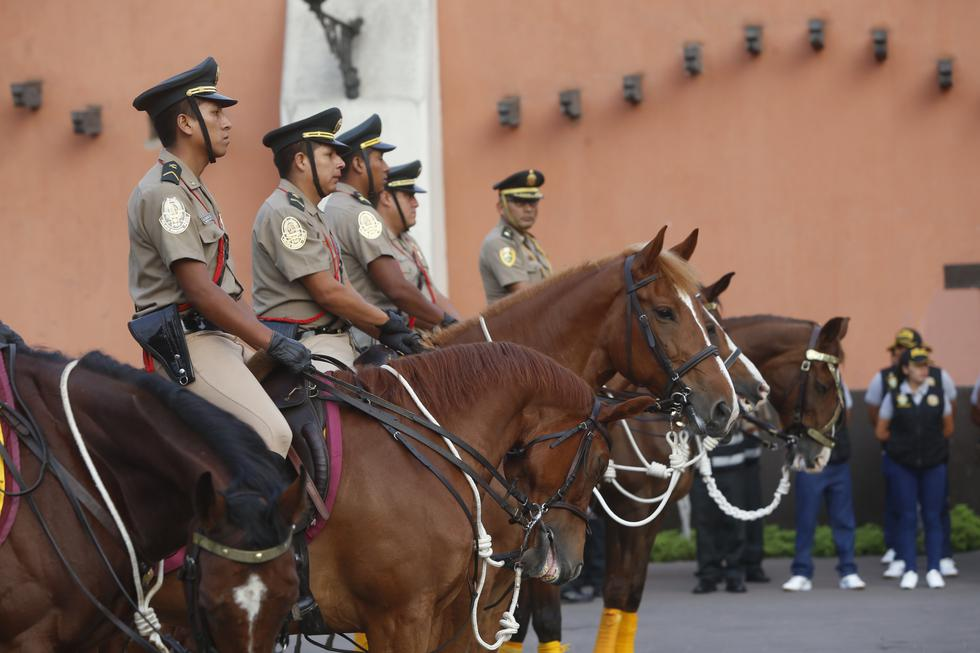 Cerrarán 14 escuelas de suboficiales de la PNP por infiltración de delincuentes. (Perú21)