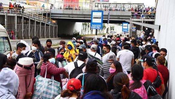 Ambulantes invaden la Vía Expresa Grau   Foto: HugoCurotto   GEC