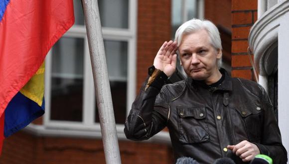 acusación que podría costarle una condena de 175 años de cárcel. Assange y WikiLeaks se hicieron famosos en 2010 con la publicación de cientos de miles de documentos secretos estadounidenses que dejaron al descubierto sus prácticas en las guerras de Irak y Afganistán. (Foto: EFE)