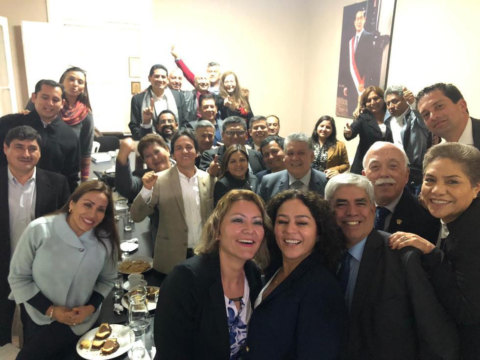 Fujimoristas publican foto en la que lucen felices, pese a renuncias y crispación política. (Fuerza Popular)