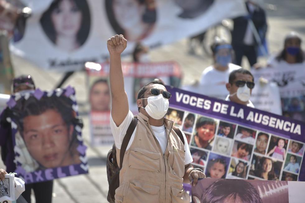 Decenas de madres de personas desaparecidas en México se manifestaron este sábado en la ciudad de Guadalajara a pesar de la pandemia de COVID-19 para exigir la búsqueda de sus hijos en la víspera del Día de las Madres. (AFP/PEDRO PARDO).