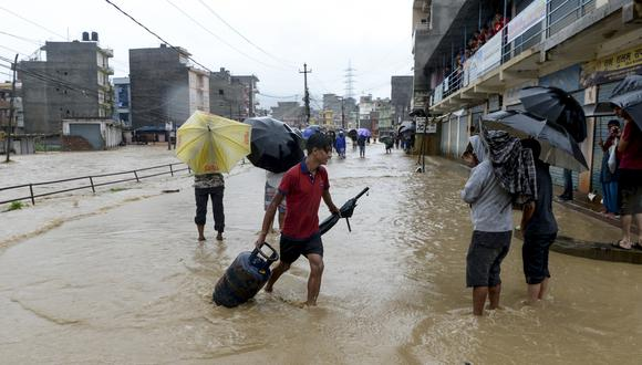 En Nepal, murieron al menos 67 personas debido a las inundaciones. (Foto: AFP¨)